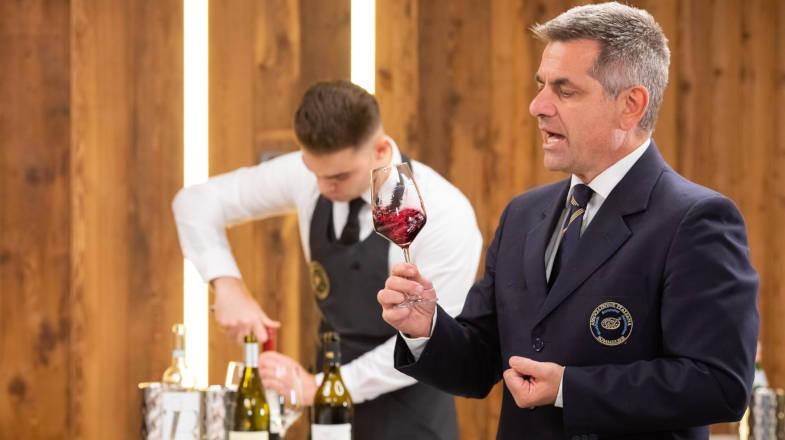 Matteo Zanetti, sommelier certificato AIS durante il wine tasting